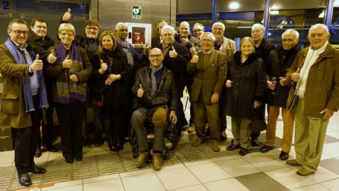FIFTY-ONE CLUB MOL PLAATST DEFIBRILLATOR IN STATION MOL